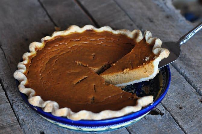 serving pumpkin pie