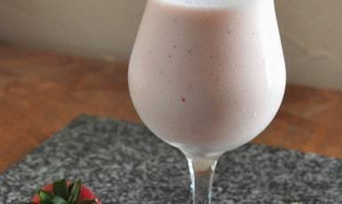 strawberry kefr smoothie